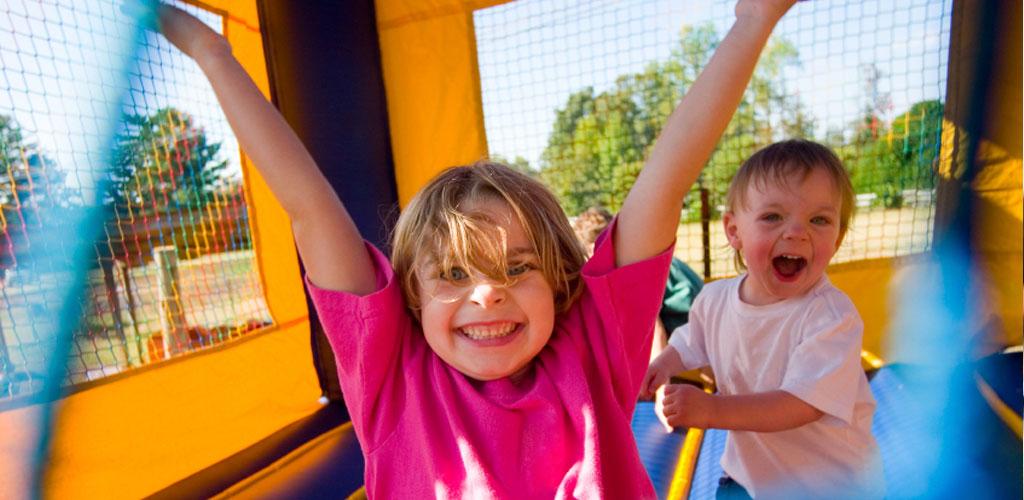 kids-smiling-jumproom
